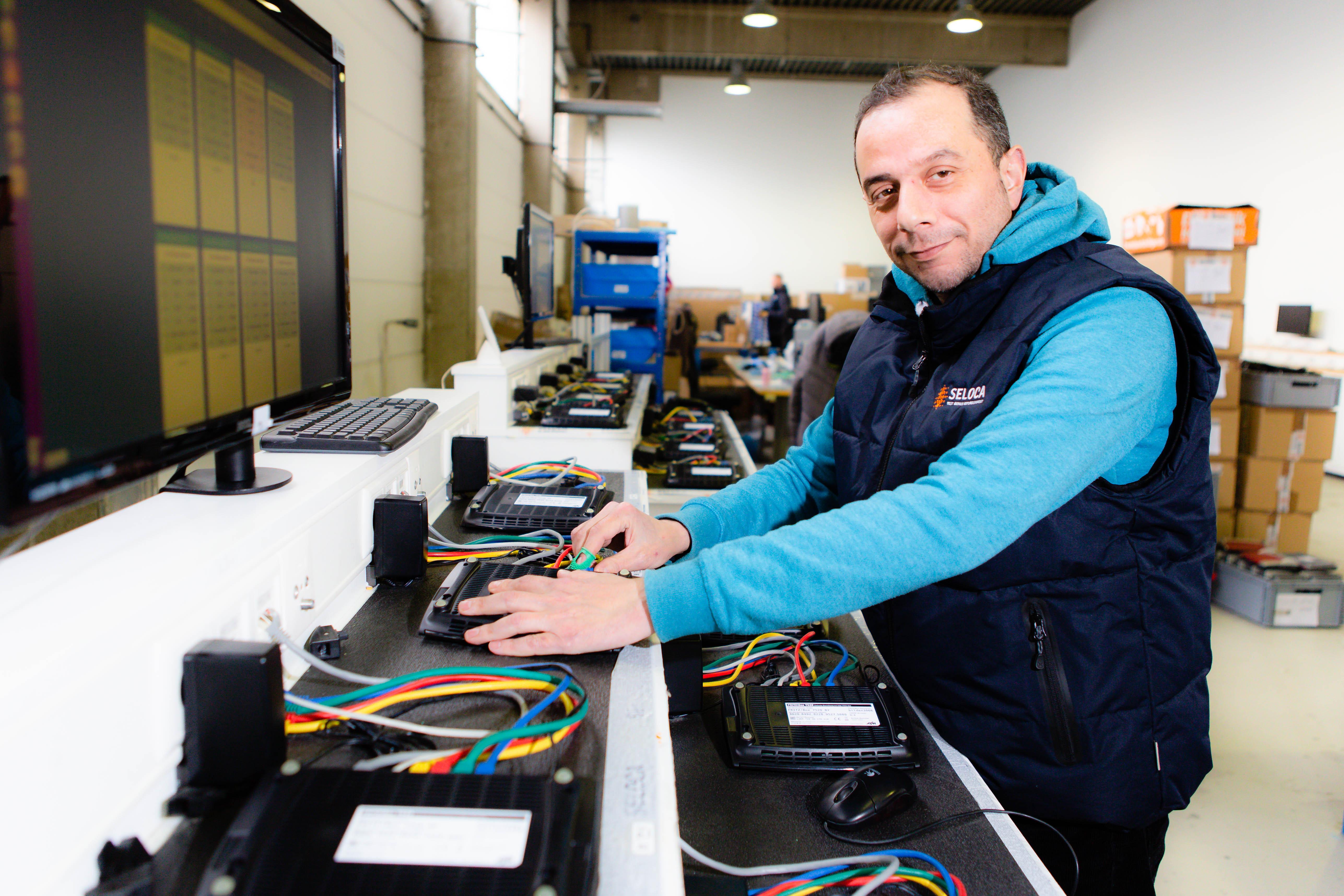 Seloca verfügt über 60 Testplätze zum automatisierten Testen sämtlicher Modem-Modelle, © Seloca GmbH, Foto: Frank Molter